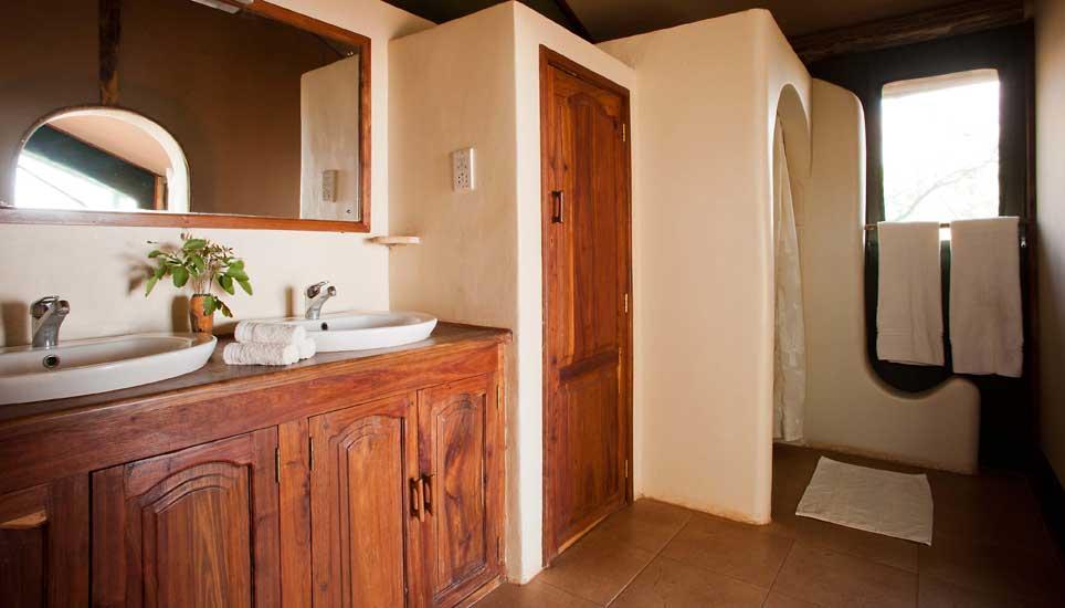 Kirurumu-Manyara-bathroom