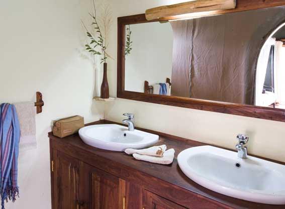 Kirurumu-Tarangire-bathroom