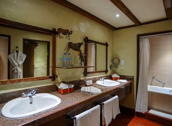 Ngor-Serena-bathroom